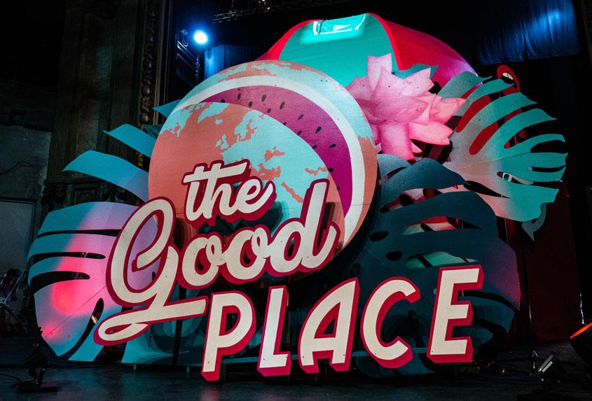 """Reportage autour de la création de """"The Good Place - Le Peep Show des Marcel's"""""""